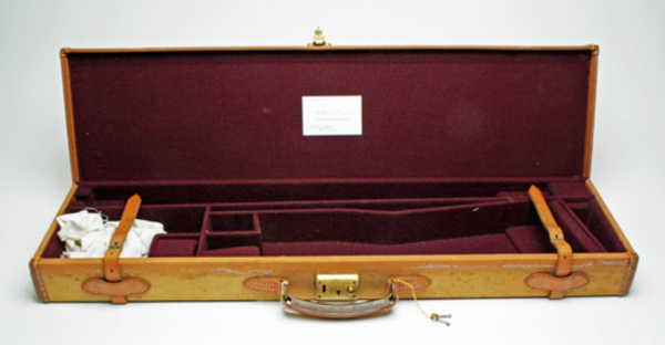 WILLIAM EVANS LTD. A GOOD TAN CANVAS AND LEATHER SINGLE GUNCASE